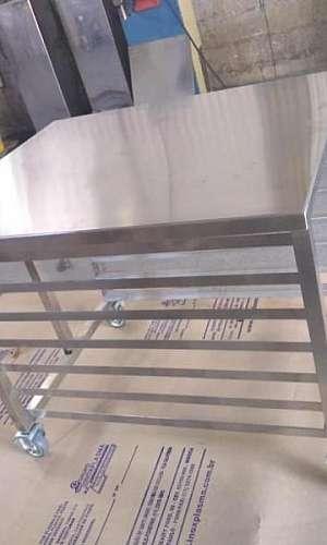 Mesa de inox com rodinha