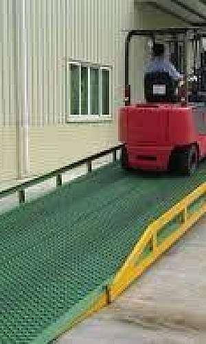 Rampa móvel para carga e descarga
